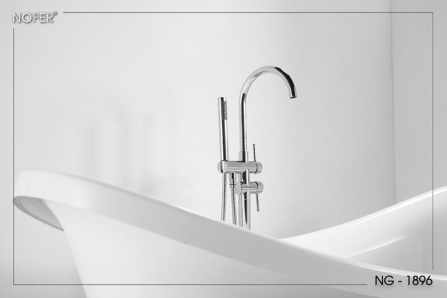 Bồn tắm NG-1896 khi kết hợp cùng vòi sen mạ kim loại sáng bóng sẽ khiến phòng tắm sang trọng hơn.