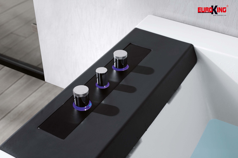 Vòi sen được ẩn trong thành bồn tắm massage EU-1109