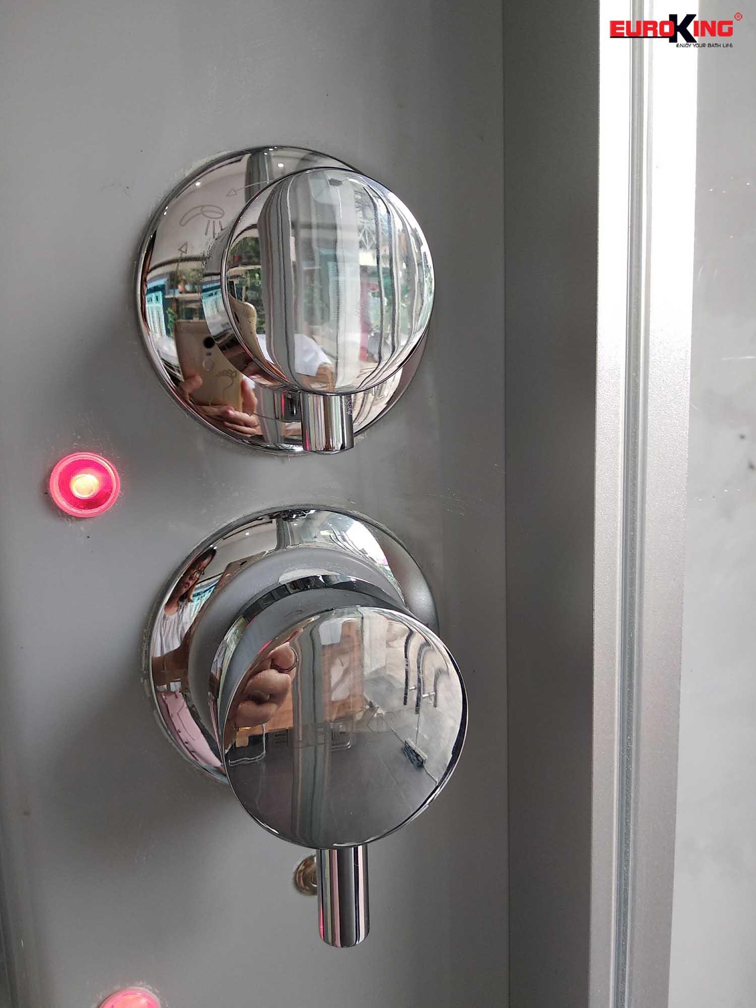 Nút điều chỉnh hệ thống sen tay và chế độ nóng lạnh