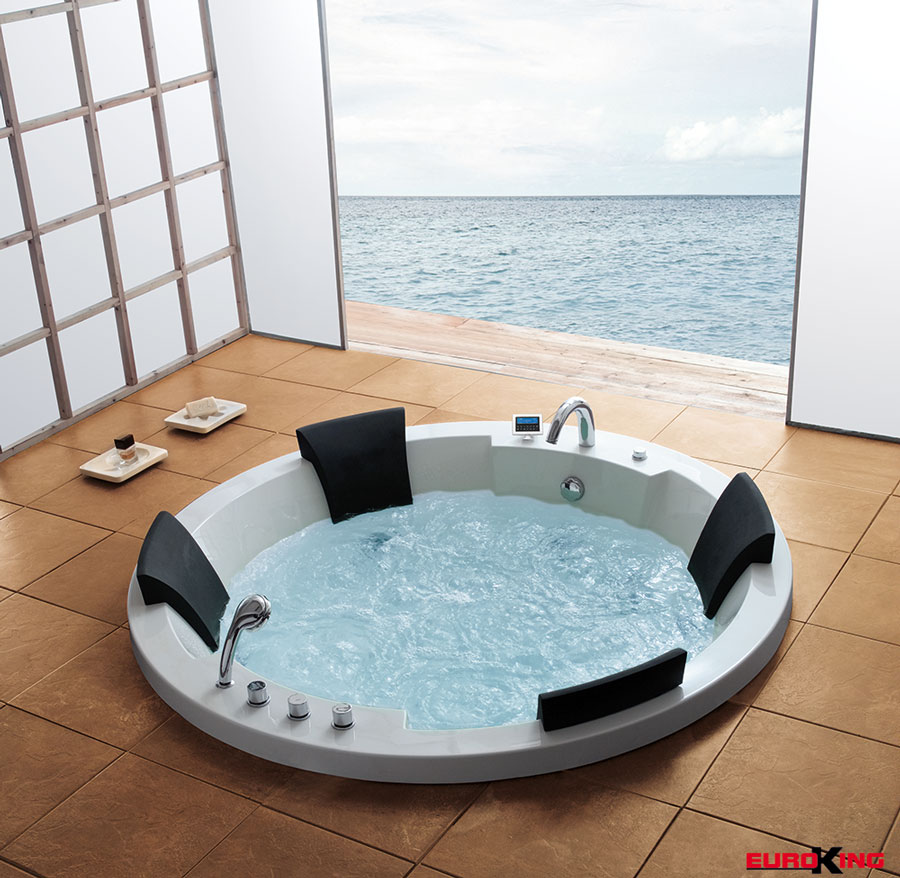 Bồn tắm massage EuroKing EU-101 hình tròn đẹp mắt, tinh tế.