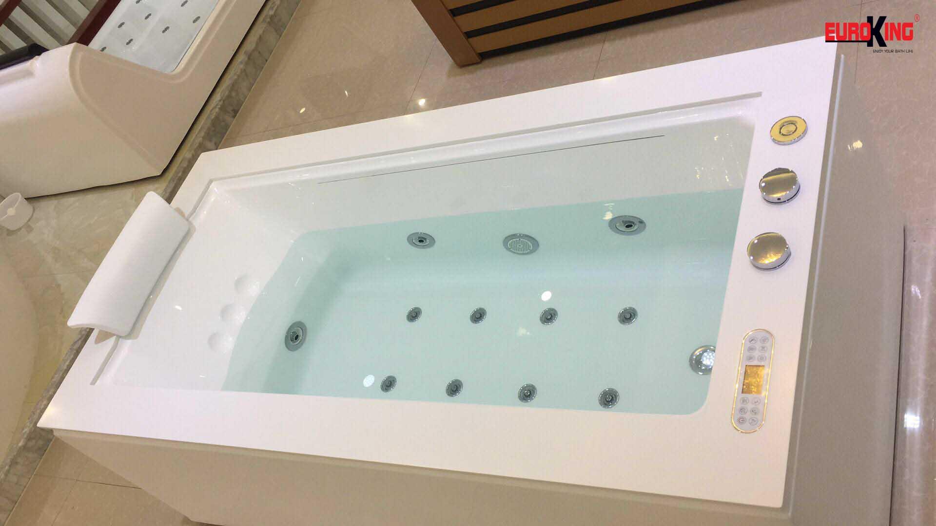 Phía trong lòng bồn tắm massage EU-1505