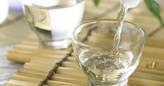 Giấm ăn có thể khử mùi hôi nhẹ trong toilet